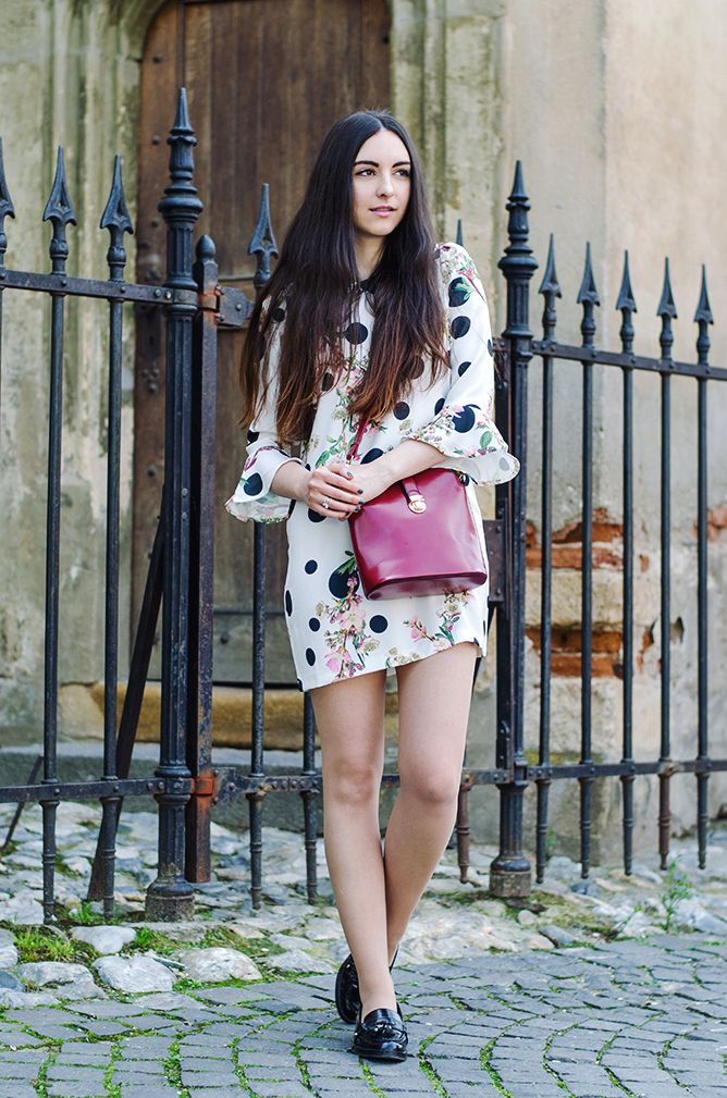 Blooms from within.  #springoutfits #oasap #florals #redbag #loafers