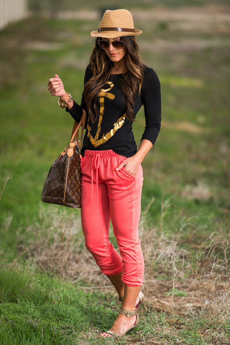 We love anchors! This shirt is perfect to pair with any bottoms but we love it with our comfy joggers. www.sexymodest.com