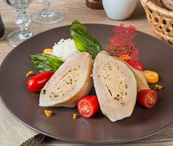 Курица Шиври - это куриное филе, фаршированное куриным муслином с добавлением фисташек. Я предлагаю сегодня более демократичную вариацию этого блюда - с грецкими орехами. Да, внешний вид и оттенки вкуса здесь будут немного другими. Но блюдо все равно получается очень вкусным.При желании вы всегда можете приготовить классическую версию, просто заменив грецкие орехи на фисташки - [...]