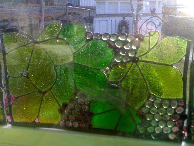 Window decoration; theme grabevine