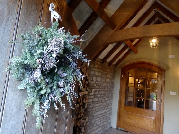 A warm welcome awaits you at Calcot Manor. Explore the grounds, relax at the spa or dine in style at one of our two restaurants. It's a slice of heaven in the #Cotswolds. http://www.calcotmanor.co.uk