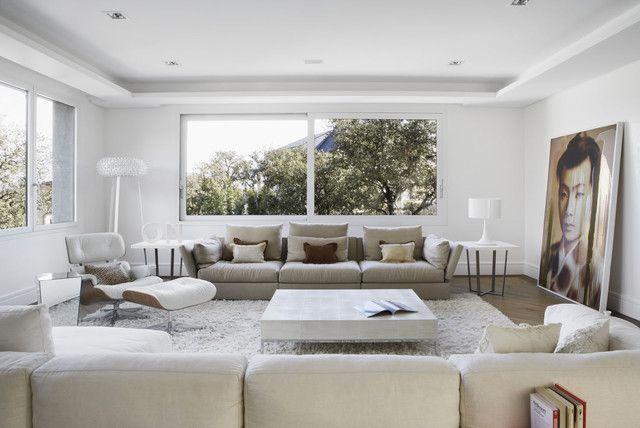 Salotto moderno e minimalista in bianco immacolato