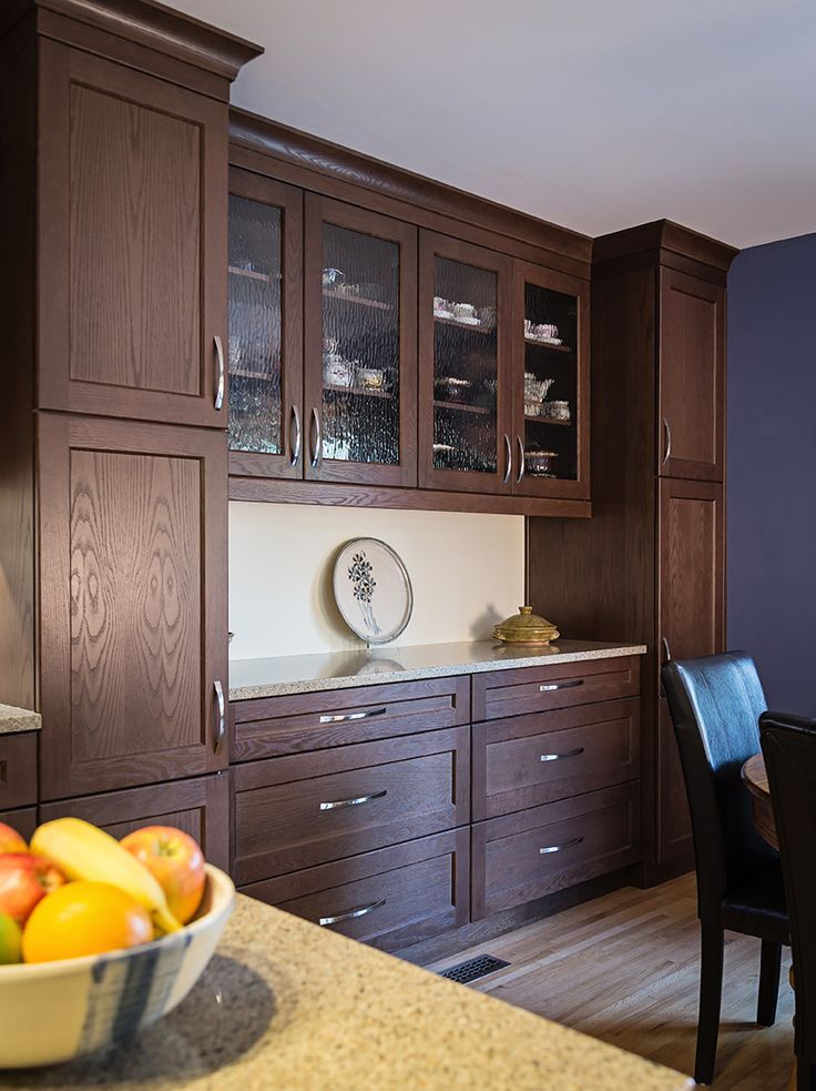 A kitchen remodel in Calgary, Alberta was designed with the Redan door style in Oak finished in Hazelnut. This kitchen was designed by Scott Hunter, the Vice President of Ekko Cabinetry, a partner of Urban Effects Cabinetry.