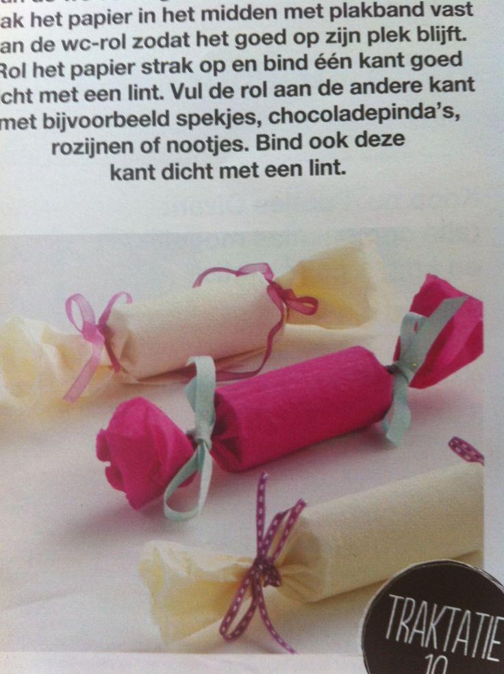 traktatie kids gemaakt van wc-rol, crepe papier en lint + wat lekkers. idee uit boodschappen van deka