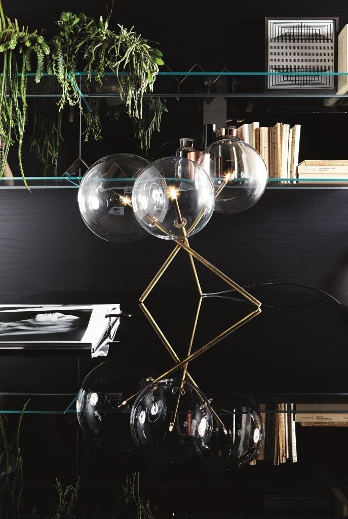 Bordlampe fra det Italienske merket Gallotti&Radice. Lampen er håndlaget i bruneret messing, med munnblåste glasskuler på toppen. I disse er det halogenpærer som gir et lunt lys.  Kan også bestilles som LED mot et tillegg i prisen.  Leveringstid: 6-8 uker