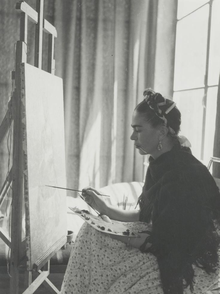 Estas fotos da intimidade de Frida Kahlo são a prova de que ela era uma artista completa (FOTOS)
