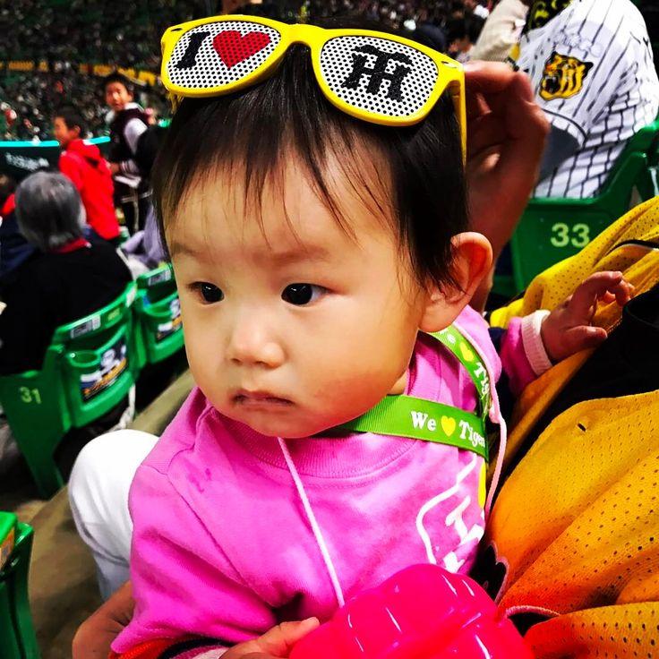 ⚾️ . オープン戦�� 心菜ドームデビュー�� . . 野球よりもせんべいに夢中�� . . #プロ野球#オープン戦 #阪神#阪神タイガース #福岡#ヤフオクドーム #産まれた時から阪神ファン#虎娘 http://www.butimag.com/阪神/post/1476158005186963304_1543267955/?code=BR8XeJ7hKdo