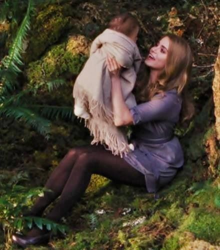 Breaking Dawn Part 2. Rosalie and Renesmee.