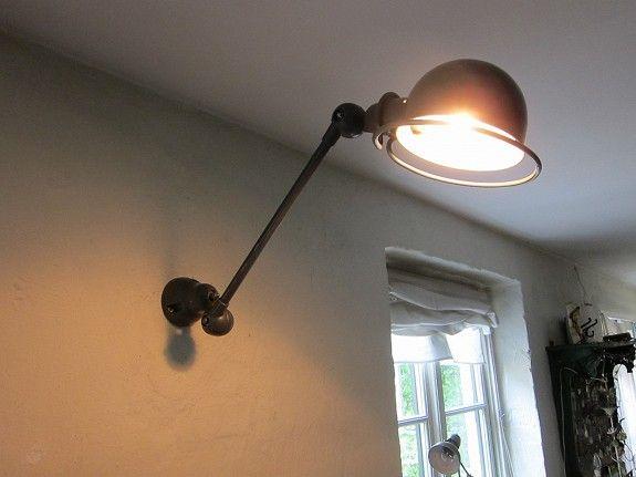 Fransk bazar -industrielle lamper, bokser, bilder, striesekker,