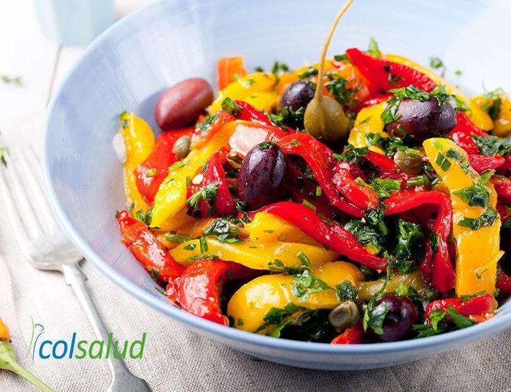 Preparar ensaladas puede volverse monótono; prueba esta rica ensalada de verduras asadas con vinagreta de aceitunas negras para variar tus comidas.