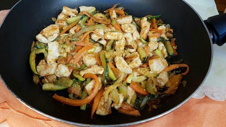 BOCCONCINI DI POLLO CON VERDURE ricetta in padella