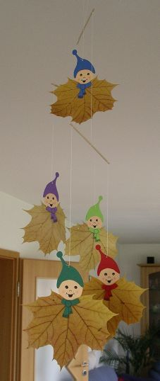Gnome-Mobile (paper and dried leafs) - creadoo.com #DIY #kids #craft #fall #autumn #cute #room