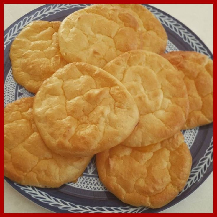 "Cloud Bread is a phenomenon. Favoured by low-carb dieters the world over,   this bread alternative is made with four simple ingredients - all slimming  world friendly. Perfect for a sandwich, burger bun or meal accompaniment. I  also think they would be a great side dish for a ""fakeaway"