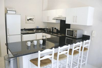 Self catering accommodation, Muizenberg, Cape Town   Kitchen   http://www.capepointroute.co.za/liveit-muizenberg.php