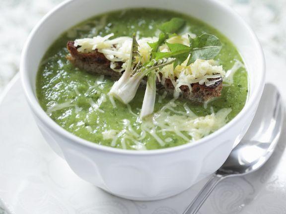 Wie wärs mal mit einer etwas anderen Suppe? Die Löwenzahn-Käse-Suppe schmeckt köstlich! http://eatsmarter.de/rezepte/loewenzahn-kaese-suppe-0