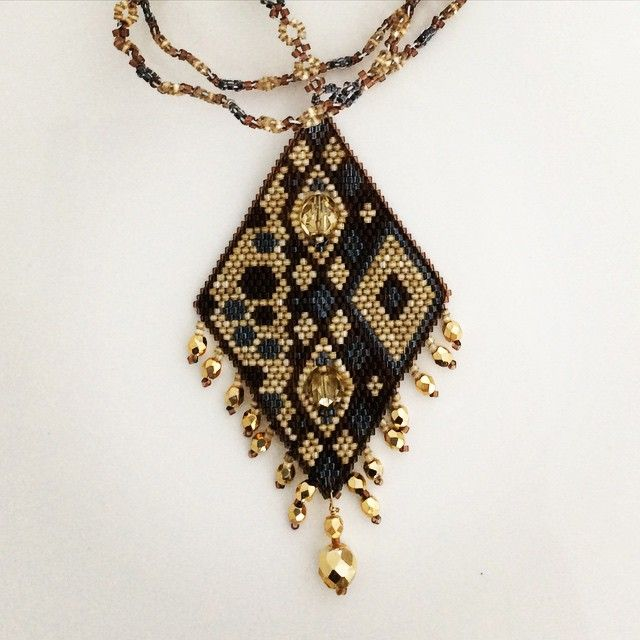 pendentif doré et gris asymétrique Bijou Ketiko www.ketiko.fr ketiko.alittlemarket.com #bijoux #jewelry #handmadejewelry #fashion #mode #ketiko #girl #bracelet #ring #bague #earings #bouclesdoreille #beads #trendy #miyuki