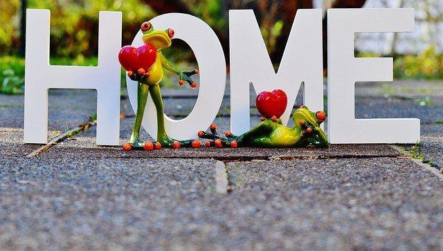 Scelta tra Casa Nuova o da Ristrutturare: consigli e spese Parliamo di case? Parliamo della scelta tra una casa nuova e una da ristrutturare. Siete tipe da: preferisco vivere serena in una casa nuova e MQ risicati, in un condominio con mura sottiletta, ma anche in una villetta a schiera, con inclusa compartecipazione alla vita privata del vicino, di cui senti anche la pipì che scende nel WC; oppure? Mirate e rimirate una villetta semi diroccata e siete in grado di sopportare e supportare una…