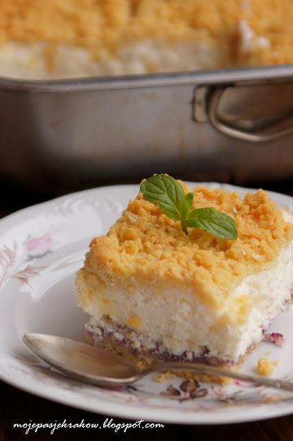 Ciasto z jogurtów greckich z konfiturą porzeczkową