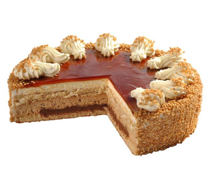 Karamelový dort Slaďoučký karamelový dort je tvořen lehkým světlým korpusem, čokokřupinkovou vrstvou a karamelovým krémem.Top tvoří karamelový miror a obalen je lehkými ořechovými burizonky.