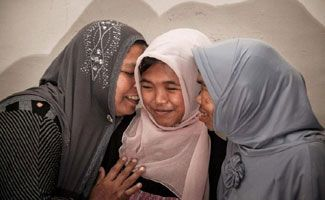 Indonesian girl swept away by 2004 tsunami reunited with parents