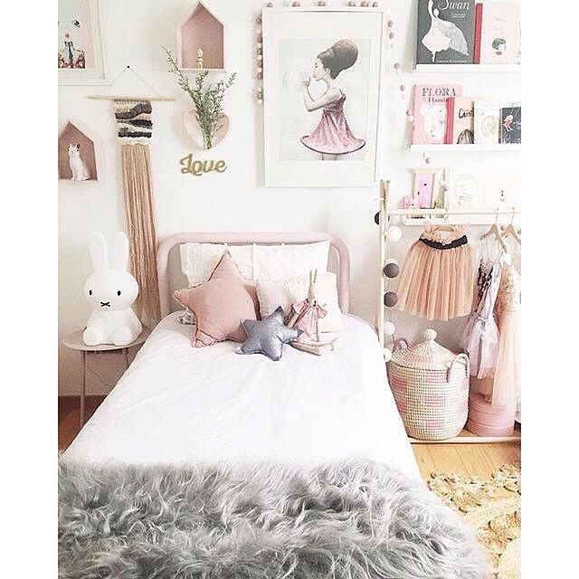 RG from @arrowsandstars of the stunning little girls room created for her own precious girl @honghenwoodstylist | #kids #kidsroom #kidsbedroom #girlsbedroom #childsbedroom #design #pretty #interior #interiordesign