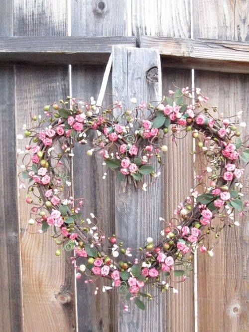 heart-shaped pink spring wreath | via Gypsy Wings to Fly
