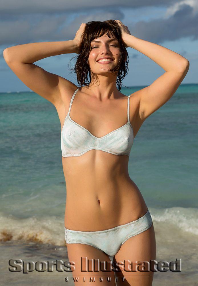 Красные Носки - Алисса Миллер в каталоге Sports Illustrated Swimsuit 2013 | купальники и боди-арт