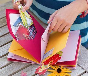 Fotos, Briefchen, getrocknete Blumen – das Erinn…