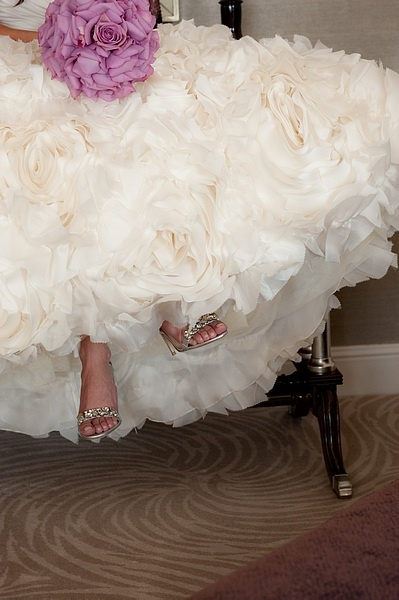 The #Luxbride is the picture of perfection - from head to perfectly polished toe