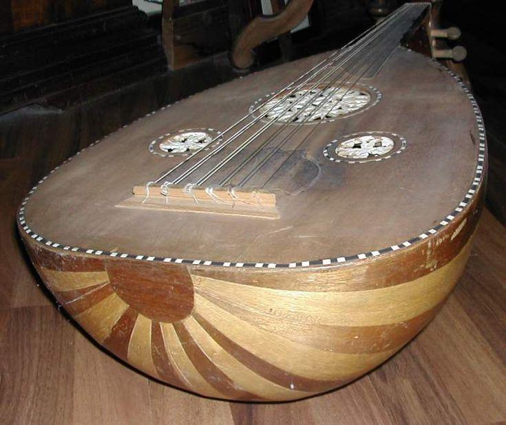 Il liuto è un antico strumento di musica, d'origine orientale, simile al…