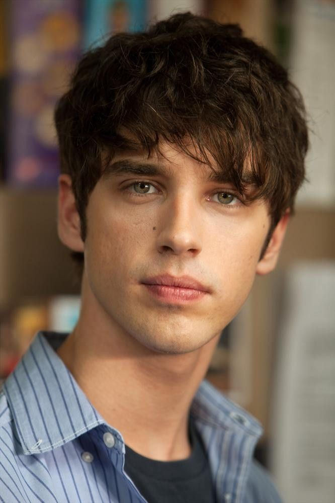 david lambert - the fosters new celebrity crush he's gorgeous :-)))))