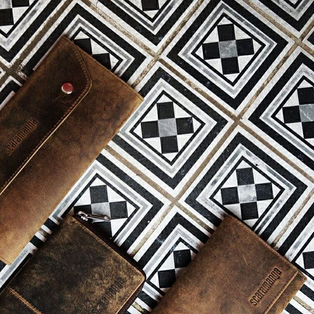 Leather wallets from @supposedformer 😘 #myscaramanga #scaramanga #scaramangabags floors #fwis #photography #photographer #leathercraft #handmade #craft #leathergoods #wallets #leather #pretty #details #design