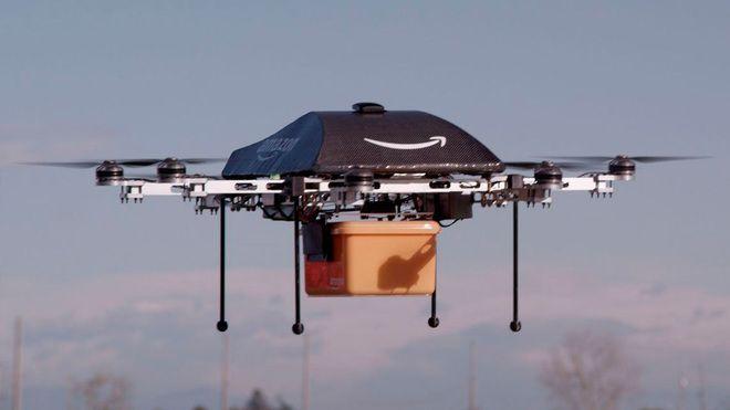 Amazon quiere entregar paquetes mediante drones, y desde 2013 está empeñada en desarrollar, patentar e implementar una tecnología que permita hacerlo. La última idea que han tenido