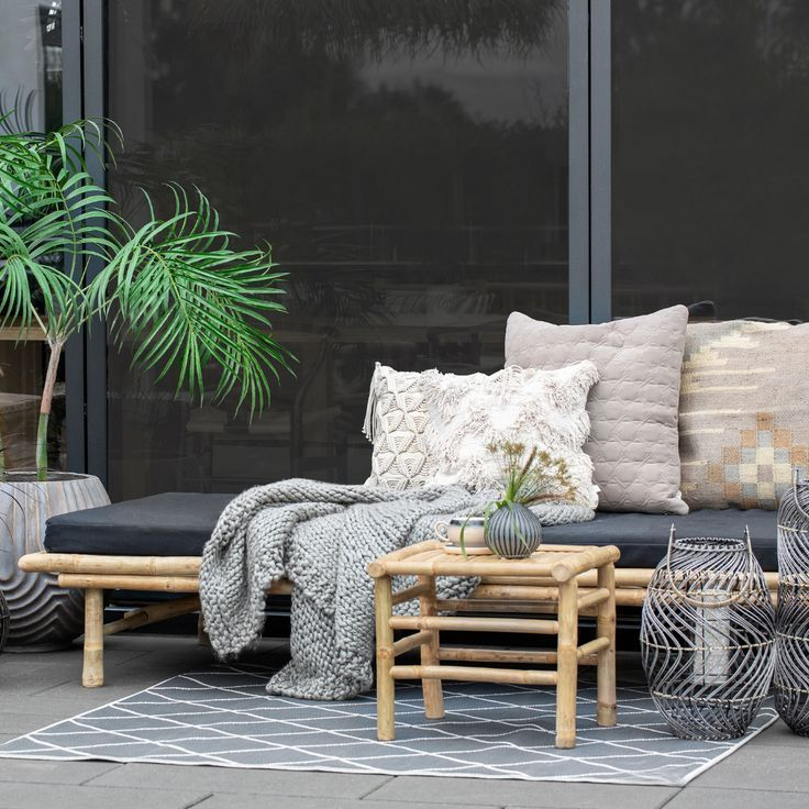Outdoor Ideas A Seating Area Is Perfect For This Spring Season Bamboo Furniture With Cushions Creates A Perfect Modern Look Lenebj Havemøbler Stue Havebænk