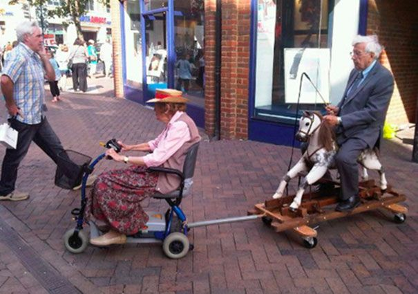 Ces couples de personnes âgées prouvent quil nest jamais trop tard pour samuser