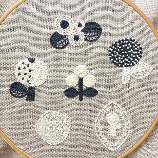 麻の布と刺繍糸。 ・・・ 『刺繍で描く小さなモチーフ』文化出版局 ・・・