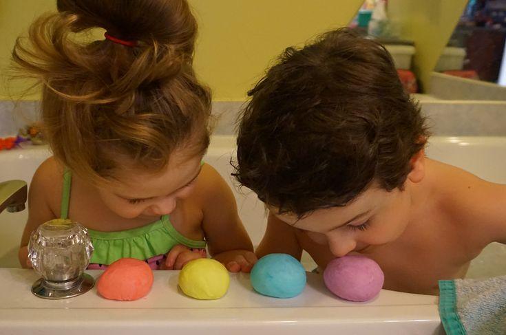 activité pour le bain, parfaite pour les enfants, pâte à modeler, facilité l'heure du bain, Maman Bricole