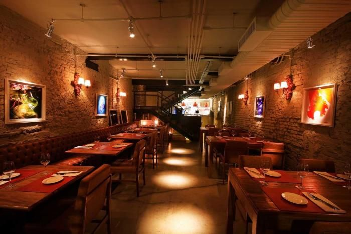 Em um ambiente de arquitetura rústica e cozinha envidraçada, o Miya, localizado em Pinheiros, mistura receitas europeias com sabores japoneses. No ...