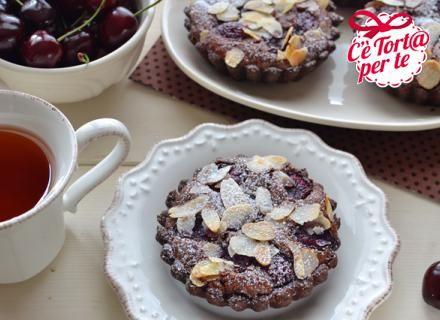 #Cioccolato, #ciliegie e mandorle: un abbraccio di ingredienti perfetti per un dolce golosissimo!  Scopri la #ricetta...