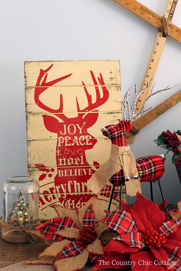 Loving these rustic Christmas mantel decorating ideas! Mason jars, burlap, and barnwood.....my favorite combination!