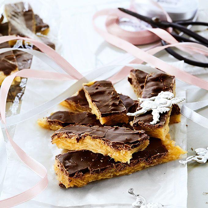 Härliga glutenfria krokantbitar med choklad.