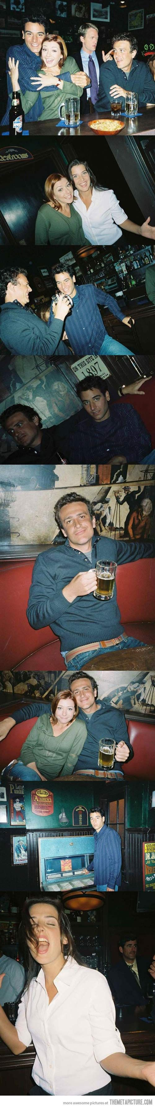 The original photos from the opening of HIMYM….. Why is jason Segel so hot?!