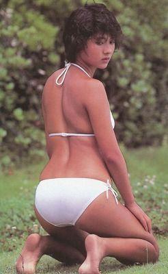 ☆80s,年代は、水着グラビアアイドルの第一次コールドラッシュ的な時期でも有りクラリオンや東レ・鐘紡・東洋紡等と張り合う形でJALやANA等の各航空会社も挙ってキャンペーンガールを年々輩出して来ました。(・o・)」☆此方のキャンペーンポスタ