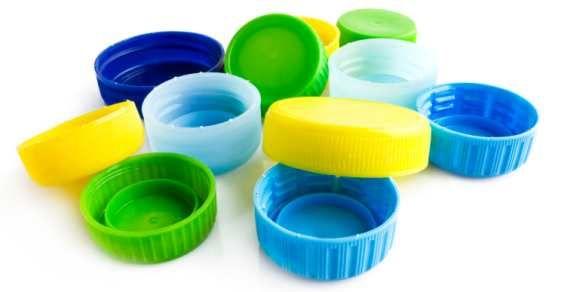 10 idee creative per riutilizzare i tappi delle bottiglie di plastica