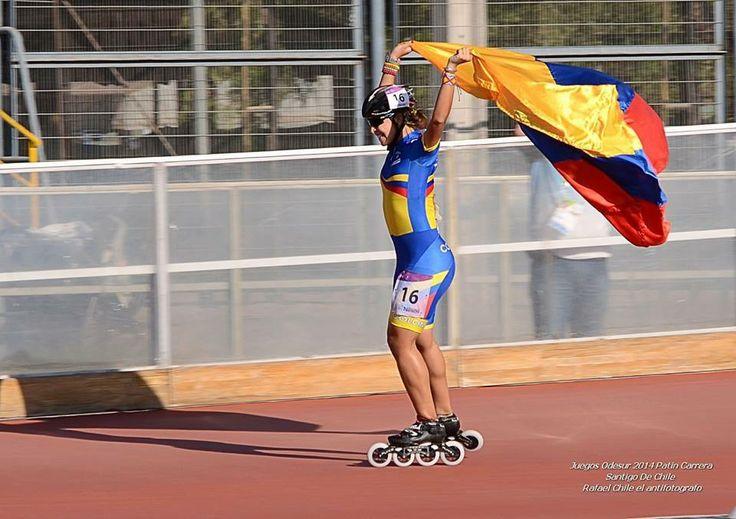 Paola Serrano alzando la bandera de Colombia ♥