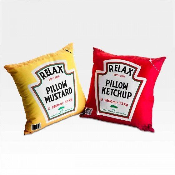 Almofadas inspiradas em embalagem de ketchup e mostarda