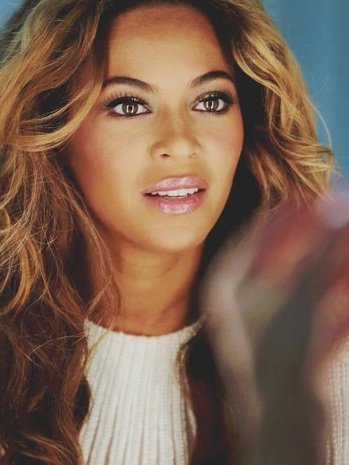 This picture is my biggest inspiration. LOVE EVERYTHING about her makeup here :)