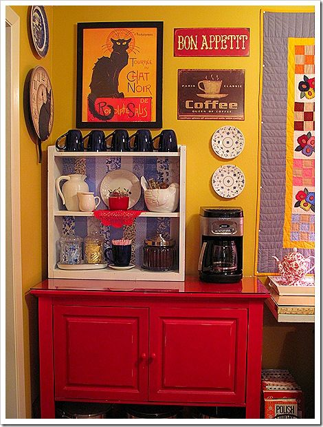 like the idea or a coffee or tea bar in the kitchen in a little corner all by itself!!