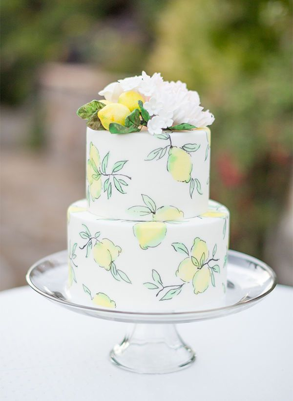 Citrus Flavors: Cake flavors like lemon and orange are a delightfully zesty treat during the warmer seasons. For your citrus summer wedding cake, opt to also incorporate an illustrated design that reveals what lies beneath the frosting.