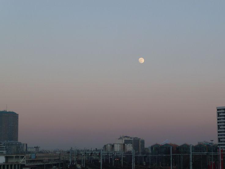 C'est la lune rousse !  http://www.pariscotejardin.fr/2012/04/c-est-la-lune-rousse/